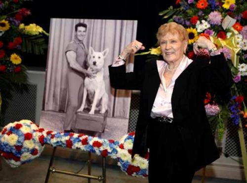 Jack LaLanne barbell funeral arrangement